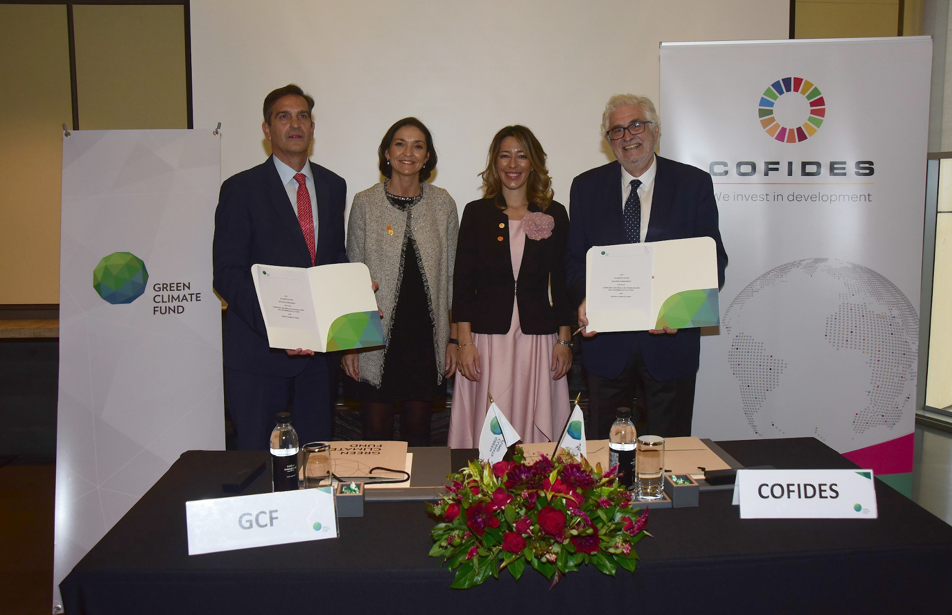 Image of the participants in the signing of the COFIDES Accreditation Master Agreement with the Green Climate Fund