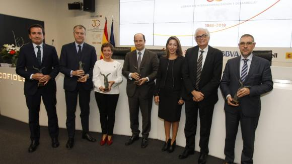 Image of the winners of the 5th edition of the 'A la Internacionalización y el Desarrollo' Awards during COFIDES' 30th Anniversary