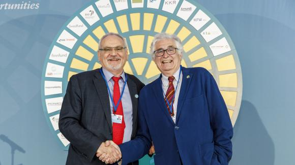 Photo of COFIDES President José Luis Curbelo and IFC President Philippe Le Houérou