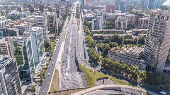 Image of an avenue of the Vespucio Oriente urban motorway in Santiago de Chile